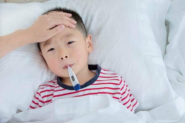 孩子發燒該吃藥還是硬抗? 3