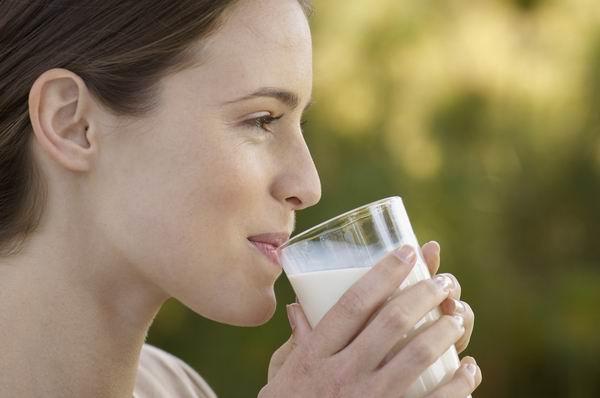 空腹喝牛奶沒營養?了解乳糖不耐症為何別空腹喝牛奶 1
