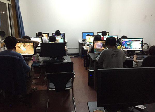 中國網路遊戲代練1 - 游弋在灰色地帶的遊戲代練 1